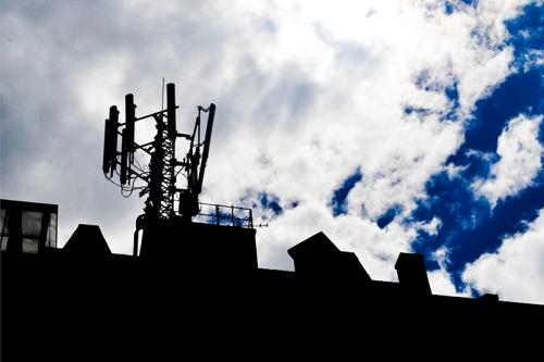 El 87 por ciento de las antenas de comunicación de la ciudad de Bogotá están puestas ilegalmente.  Foto: Margareth Sánchez @MargieSanchezM
