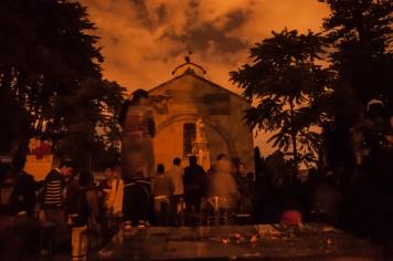 Sin embargo otros prefirieron esperar hasta el final de la película, que se transmitió en la iglesia principal del Cementerio.