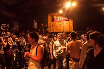 Lleno de rudos, punkeros y otras tribus urbanas que gozan con una buena descarga de pogo, docenas de jóvenes derrocharon su energía en el Rude Street Fest 2014, que celebró su octava edición en el Teatro de los Sueños en Bogotá.