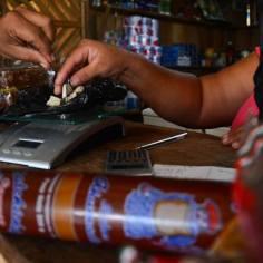 En el Guaviare es habitual pagar alimentos, remesas y gasolina con pasta base de coca