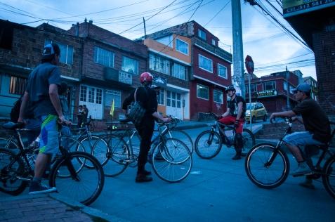 Encontré con facilidad el lugar porque el Polideportivo La Andrea o Valles de Cafam, donde suelen iniciar estos llamados, son fáciles de ubicar en Usme. La localidad quinta de Bogotá, más conocida por ser entre las 20 de la ciudad una con las mayores cifras de metros cuadrados verdes por habitante. 22.55.