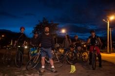 Dos ciclistas más llegaron minutos más tarde y nos dijeron que venían de Sierra Morena y Venecia, ambos amigos apasionados a montar bici y quienes querían conocer este movimiento porque donde viven aún no se dan estos recorridos, y mucho menos impulsados desde la comunidad.