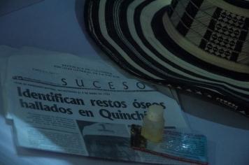 El sombrero 'vueltiao' de un recuerdo de la costa del país, un titular soobre un cuerpo encontrado, y estos junto a unas gotas para llamar al señor de los milagros