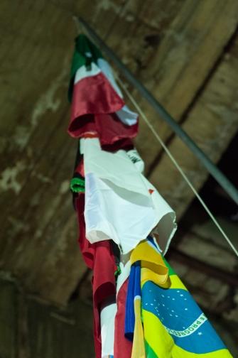 Banderas mudas ante el desastre que presencian y que estarán presentes para ustedes hasta el 30 de mayo del 2015 en horarios jueves viernes y sábado de 5 a 7 de la noche en la calle 80 con Autopista Norte, En Bogotá, Colombia.