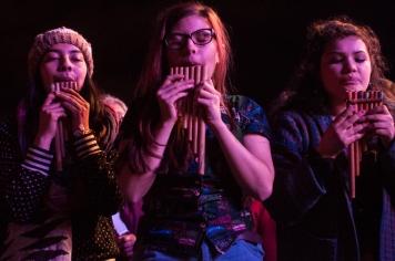 Y le hicieron recordar a los asistentes que a través de los ritmos tradicionales andinos, somos un solo corazón.