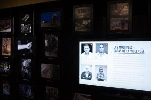 A través de un recorrido fotográfico de los reporteros Jesus Abad Colorado, Natalia Botero, Albeiro Lopera y el estadounidense Stephen Ferry bajo el nombre Las múltiples caras de la violencia.