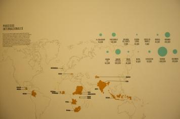 Por otro lado encontramos un mapa que nos muestra la gran cantidad de muertos que han ocasionado las diferencias políticas, y en la cual Colombia ocupa un preocupante cuarto lugar con 220mil personas, luego Ruanda con un millón, y en segundo y tercer Burundi y Sudán cada uno con 300mil.