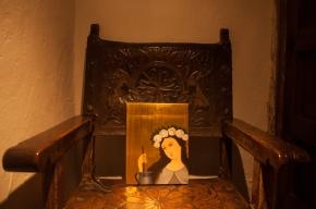 En medio de este claustro construido en la época del colonialismo y que albergaba una de las dos posibilidades para las mujeres jóvenes de la época: el matrimonio o dedicar su vida a la iglesia.