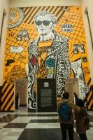 Nariño periodista hecho por Toxicómano es el mural central de la exposición y juega un papel muy importante en la intervención; a pesar de que a 'Toño' no se le recuerde por esto, se rumora fue uno de los personajes anónimos que promovió la opinión pública al repartir La Gaceta, uno de los primeros informativos que circuló en Colombia.