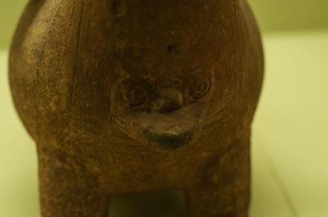Que además nos demuestra su carácter propio e inconfundible que quedaría plasmado hasta hoy, 3500 años después, donde se destacan las alcarrazas, cuyo significado se deja a la imaginación por el excesivo de imágenes antropomórficas…