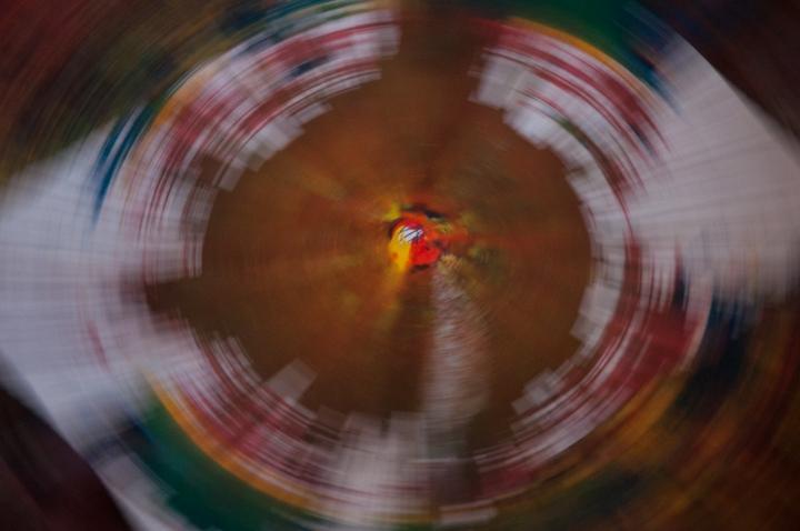 14.[…] Pasando por el uso de la fuerza centrífuga en las lavadoras caseras, pero acá jugando con pintura […]