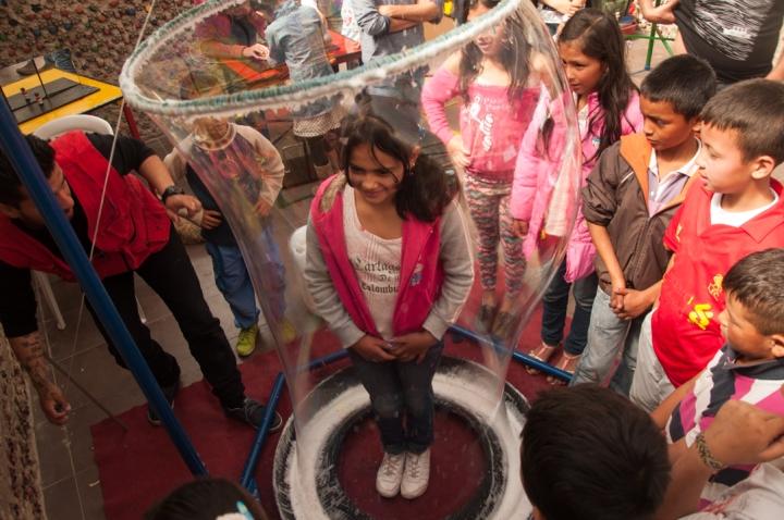 16.[…] Y recreativos como la gran burbuja para no olvidar.