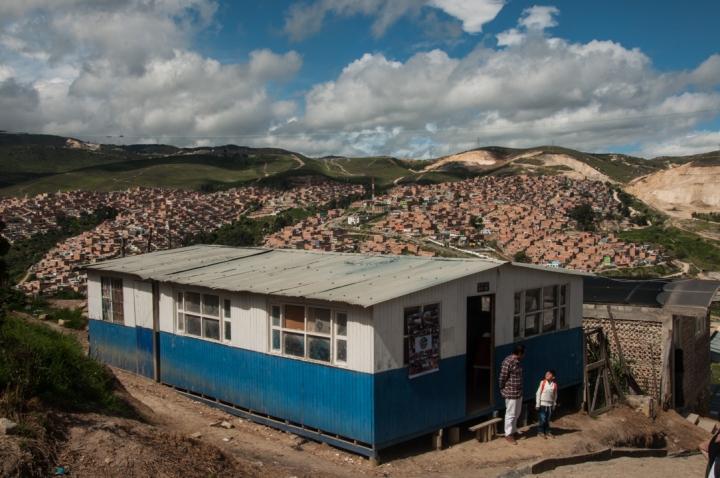 1.La sede del Proyecto Escape está en la punta de una montaña que divide las localidades de Soacha y Ciudad Bolívar.