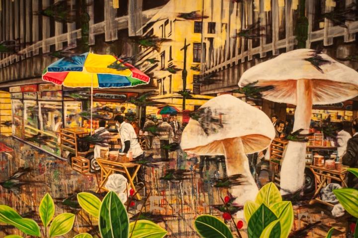 4.[…] Mezclándolo con las junglas de cemento que son las ciudades modernas, y jugando con su memoria de infancia entre las selvas del Guaviare.