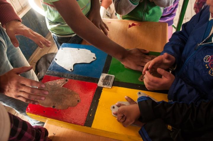 9.[…] Y que en esta oportunidad disfrutaron los más de 90 niños y jóvenes que pertenecen a Escape, y aprendieron por medio de diversas actividades, cómo se aplican la ciencia y la tecnología a nuestro diario vivir.