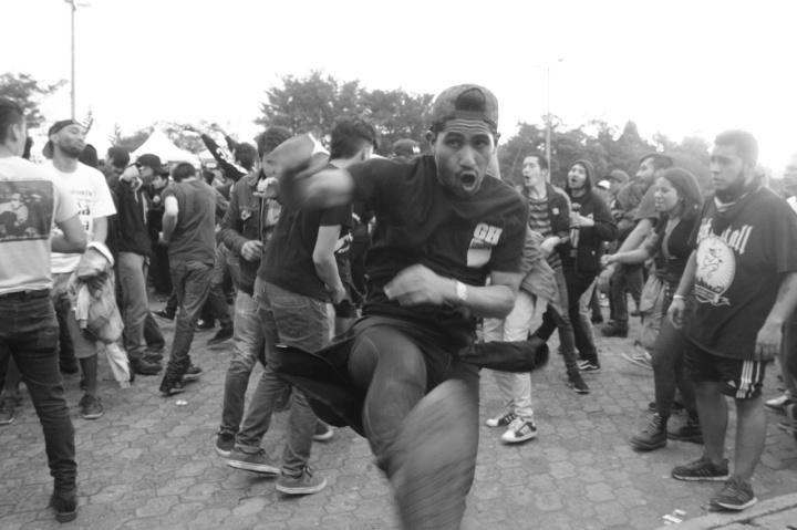Mientras que en Tolima y Neiva escogían a la reina del folclor en sus fiestas departamentales, En Bogotá día a día más de 80mil personas sacudían su cabeza al son de estrambóticos sonidos de música hardcore, metal, reggae, electrónica y pop.