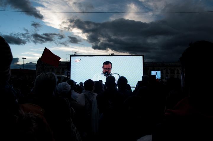 11.Y en familia escucharon atentos las palabras de Timochenko para saber qué tienen que decir las FARC. Lo que alegró a unos y puso meditativos a otros.