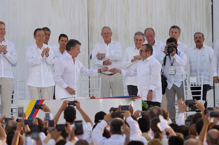 2.Que servirá para ratificar lo pactado en Cartagena de Indias por el Presidente de la República, Juan Manuel Santos, y el Comandante en Jefe de las Fuerzas Armadas Revolucionarias de Colombia – Ejército del Pueblo (FARC-EP), Rodrigo Londoño Echeverry, conocido como 'Timochenko'.