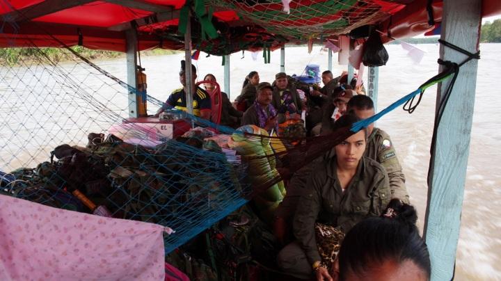 4.Diego tiene una pareja también militante del grupo insurgente más antiguo de Latinoamérica, y ambos están preocupados por su paso a la vida civil. Una incertidumbre que ronda la mente de los insurgentes que componen este bloque, que está a un día de llegar a la zona de tránsito donde comenzará el principio del final.