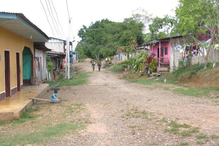 """9.""""Es que la gente acá estima mucho a las FARC porque construimos colegios, carreteras, y demás con la gente del pueblo"""", comenta Diego. Supliendo la obligación del Estado, que brilla por su ausencia en Putumayo y en muchos otros departamentos del país."""